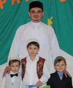 Мукаддас-хазрат Бибарсов с сыновьями