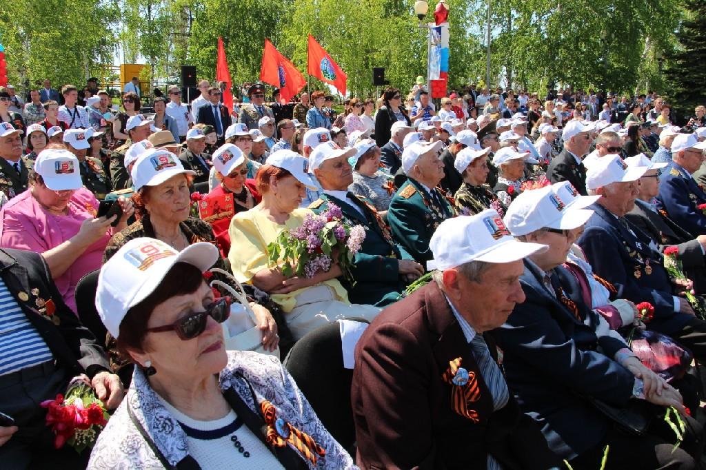 Поздравления ветеранов на митинге